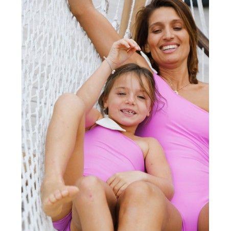 Mère et fille portant un maillot de bain une piece anti-uv rose Orchid de Canopea