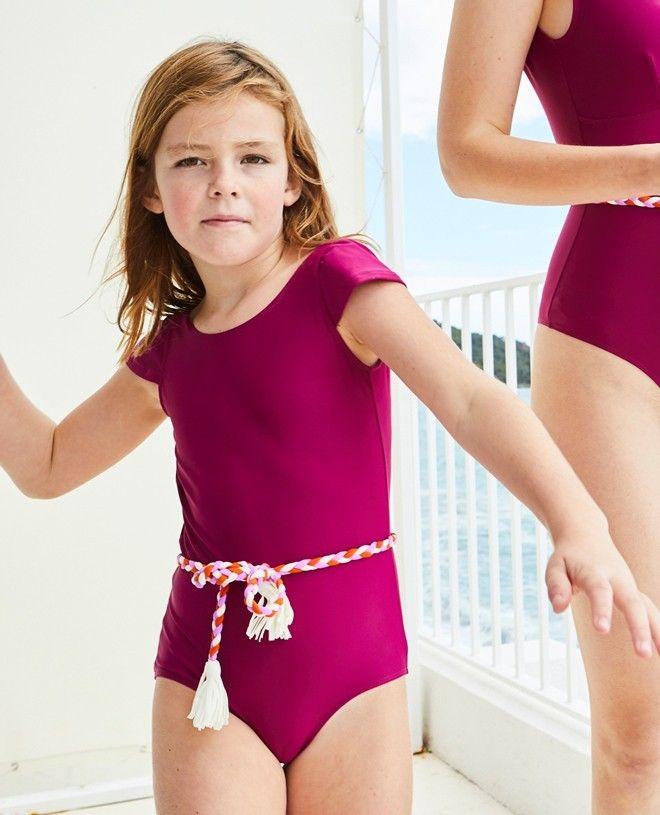 Maillot de bain une pièce anti-uv pour fille JOAN en rouge prune de Canopea