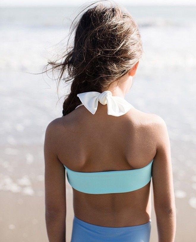 haut de bikini bi-couleur rose et aqua avec tour de cou blanc