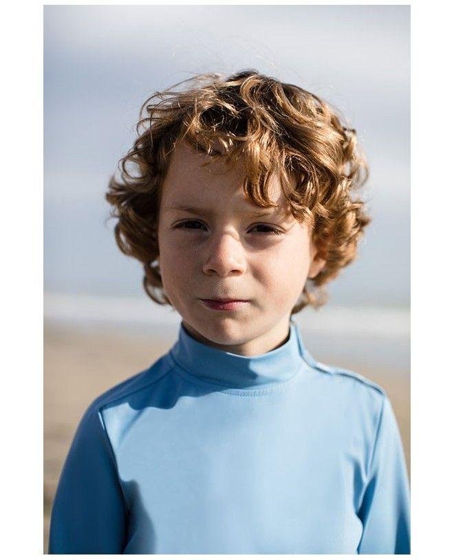 Garçon portant un tee-shirt anti UV bleu ardoise de Canopea
