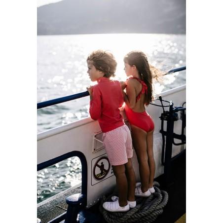 Enfants portant un t-shirt anti UV rouge Fragola de Canopea