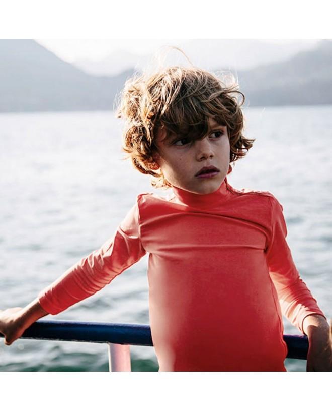 Garçon portant un t-shirt anti UV Canopea rouge Grenada