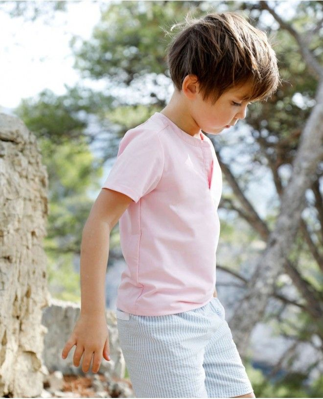 Boy wearing dragee pink sun protective rashguard by Canopea