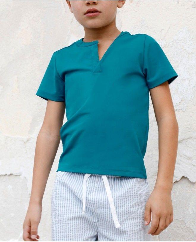 Boy wearing a Bari green green sun protective rashguard by Canopea